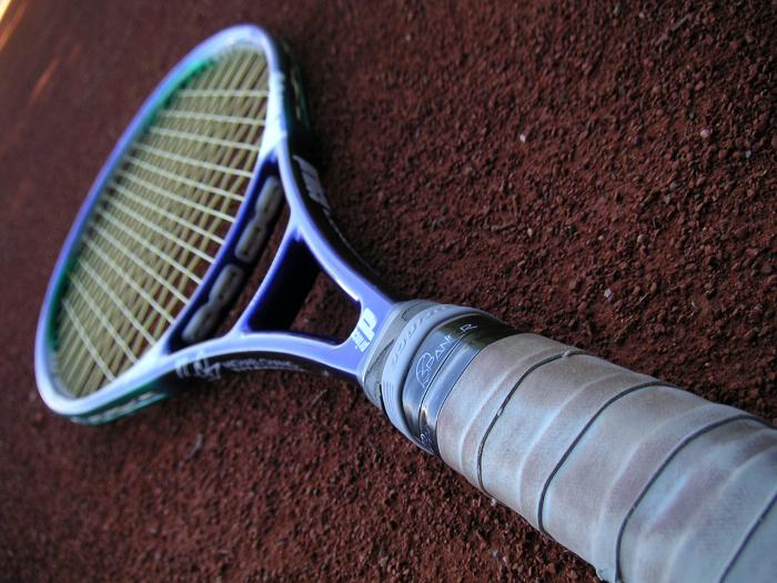テニスラケット高級品と安物の差