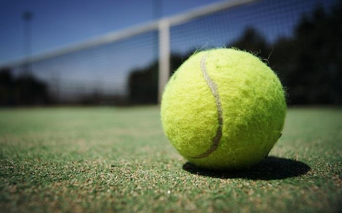 テニスボールはなぜ黄色